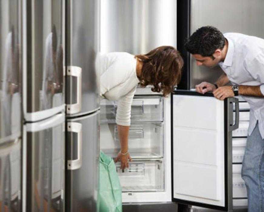 Причины поломки дверцы холодильника