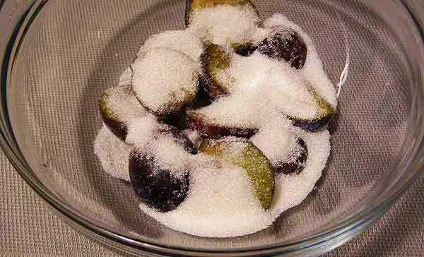 Заморозка слив с сахаром
