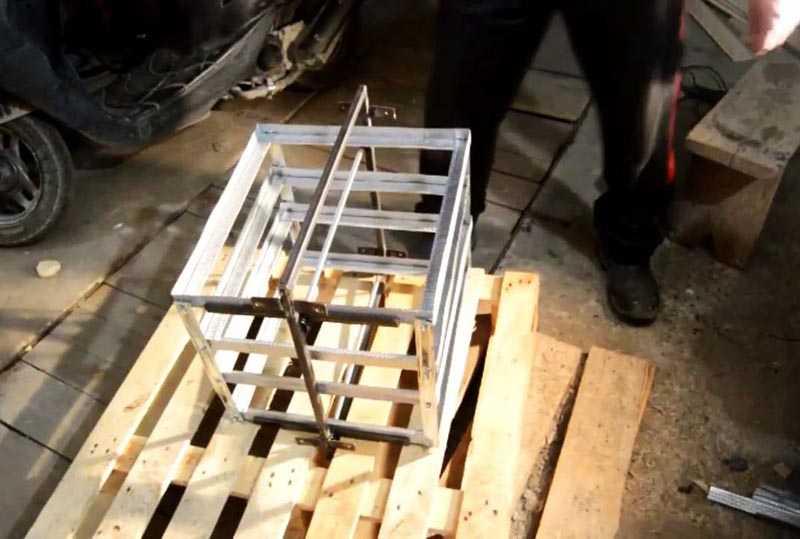 Как сделать инкубатор с автоповоротом яиц