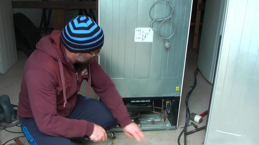 Утилизация неработающего холодильника