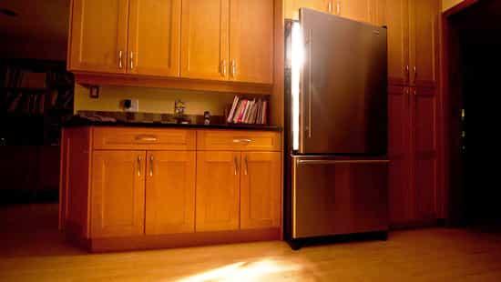 Свет в неработающем холодильнике