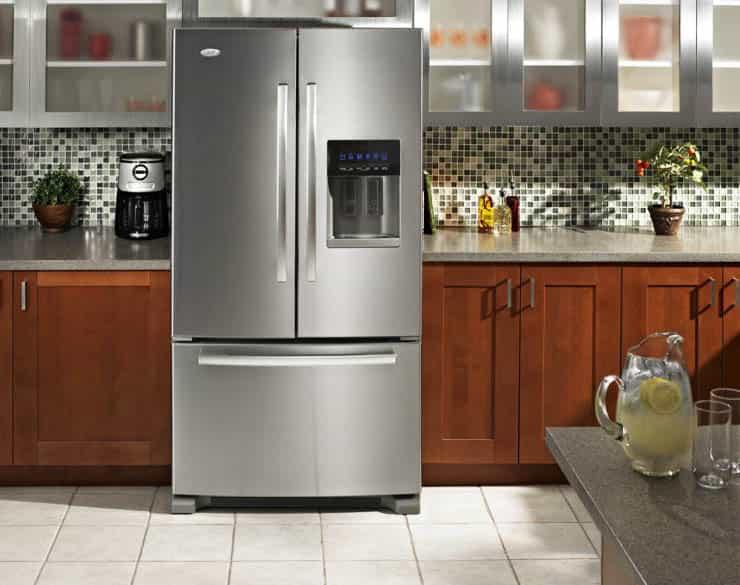 Новый холодильник не морозит