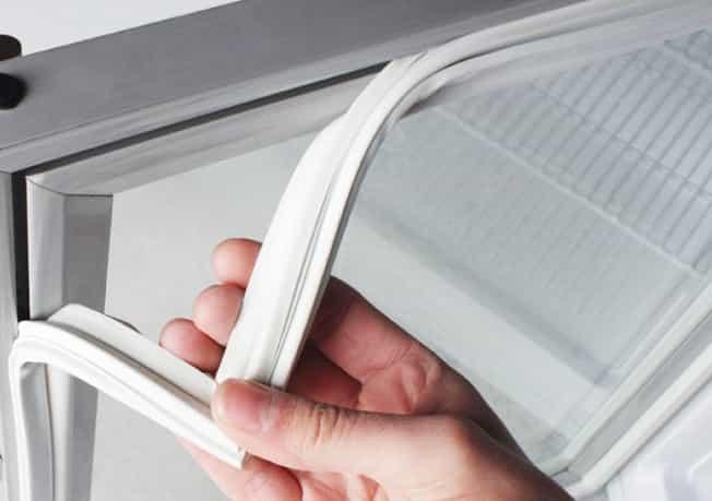 Износ уплотнителя бытового холодильника