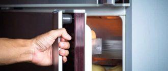 Как перевесить дверь у двухкамерных холодильников «Индезит» и «Атлант»