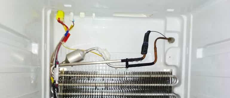 Как прочистить дренажную систему бытового холодильника