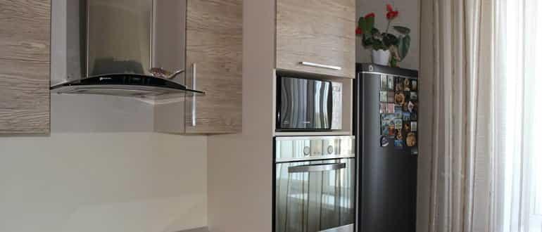 Можно ли холодильник устанавливать рядом с духовым шкафом?