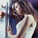 Почему гудит бытовой холодильник: основные причины