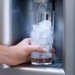 Что нужно знать о генераторе льда в холодильнике