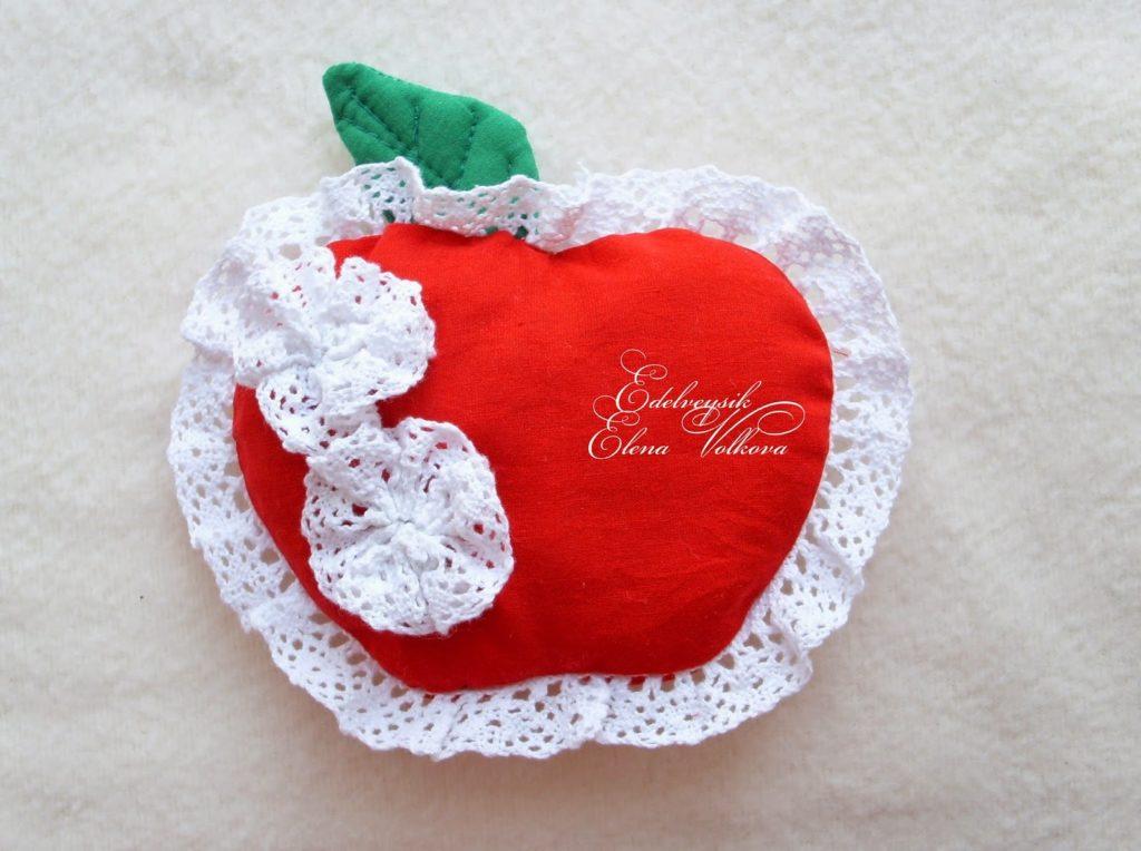 Тканевой магнит в форме яблока