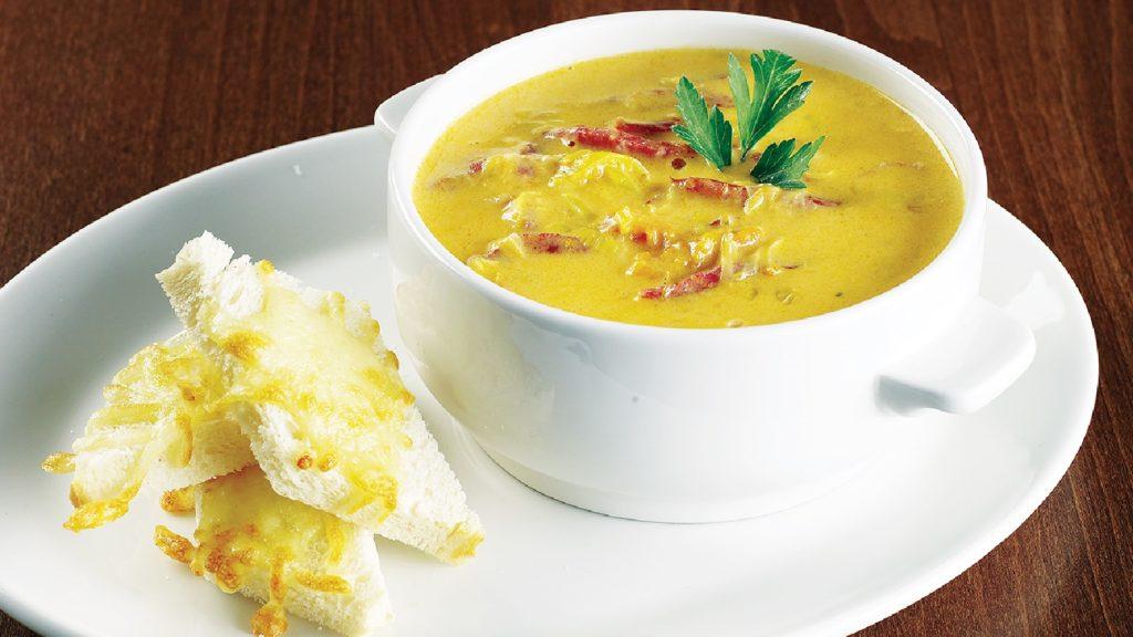 Сырный суп с зеленью и копчёностями