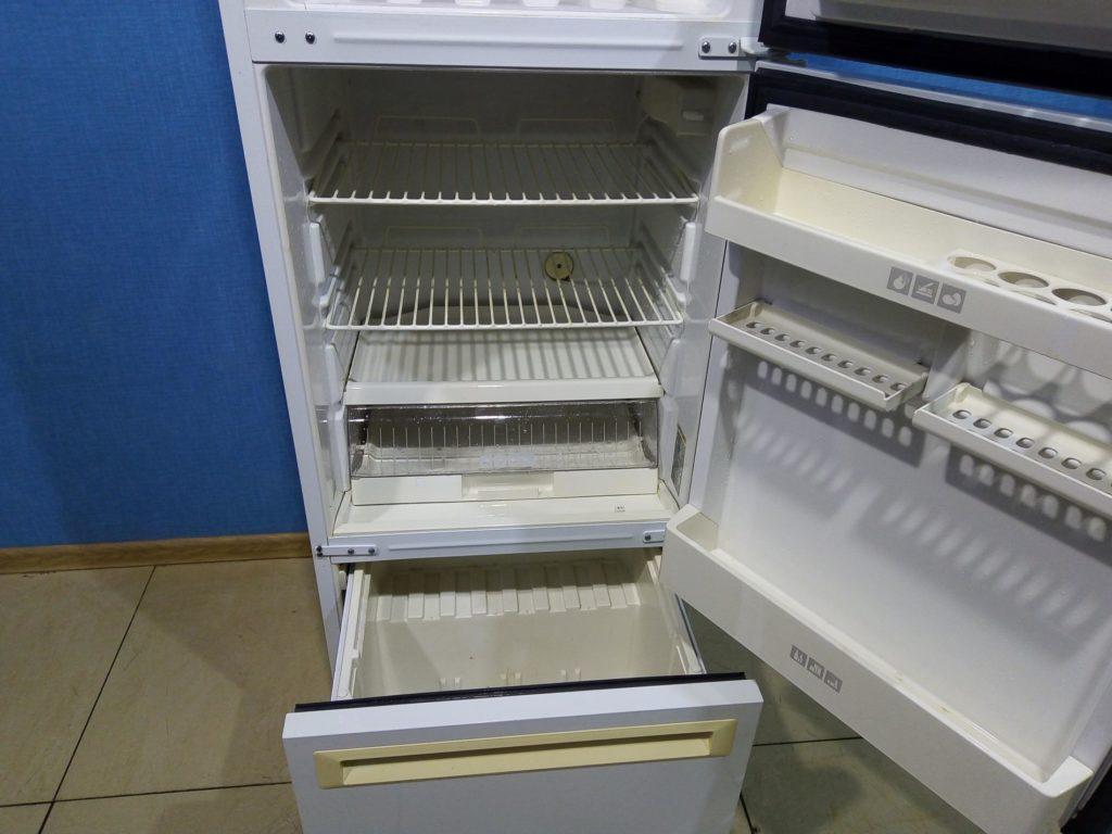 Трёхкамерный холодильник Stinol 104