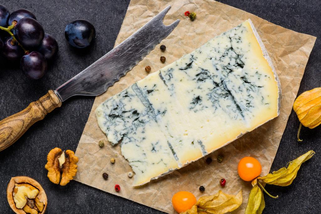 Как хранить сыр с плесенью в бытовом холодильнике