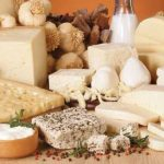 Как правильно хранить разные сорта сыра в бытовом холодильнике