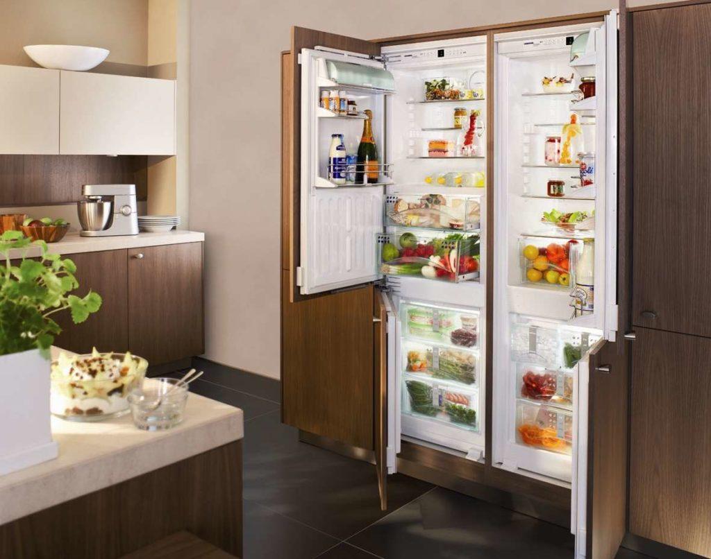 Как вписать встроенный холодильник в интерьер кухни