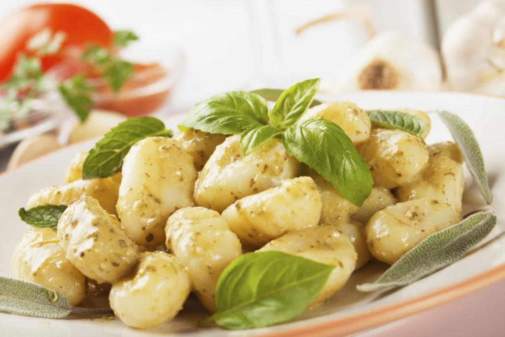 Особенности хранения отварного картофеля в холодильнике