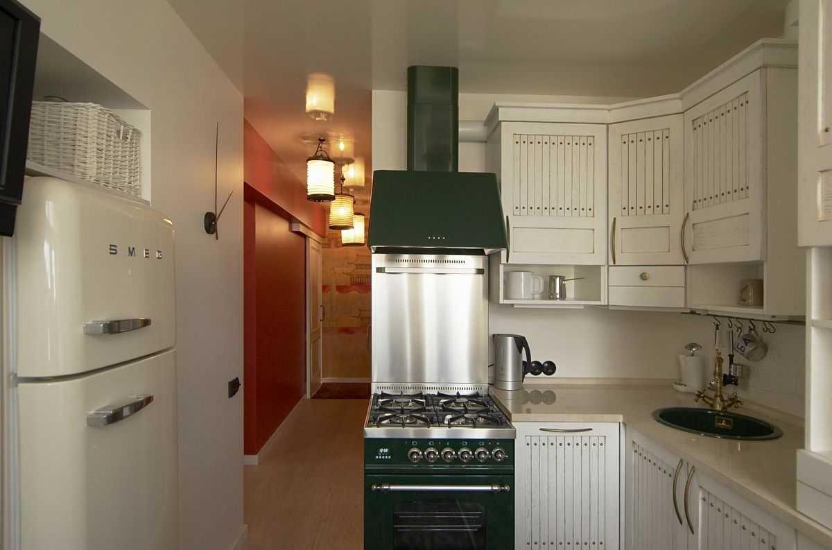 Как установить холодильник возле входа в кухню