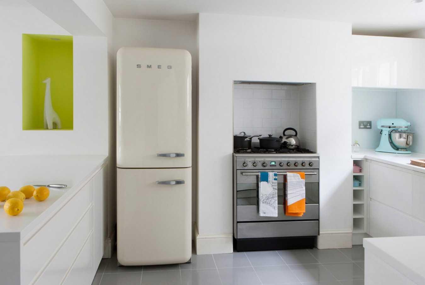 Установка бытового холодильника в нишу
